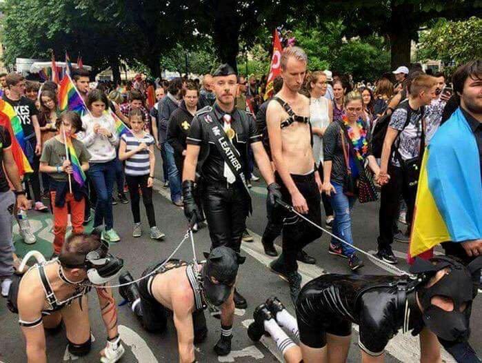 """Résultat de recherche d'images pour """"gay pride tenu en laisse"""""""